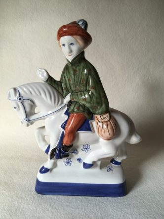Rye Pottery Hand made and painted figures from Chaucer Canterbury Tales The Canon's Yeoman1